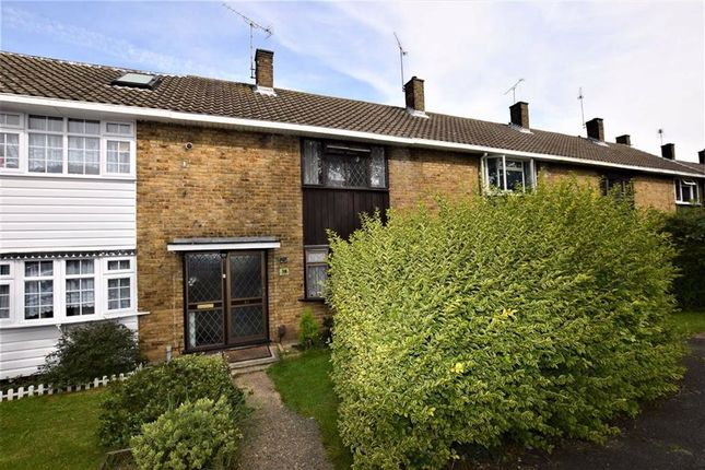 2 bed terraced house to rent in Gernons, Basildon, Essex SS16