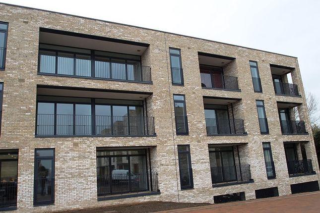 Thumbnail Flat to rent in Raeburn House, Lapwing Avenue, Cambridge