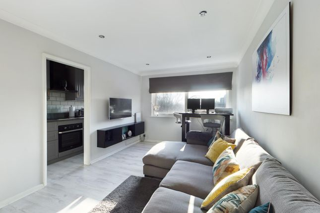 Thumbnail Flat for sale in Brackley House, Richmond Road, Staines-Upon-Thames, Middlesex