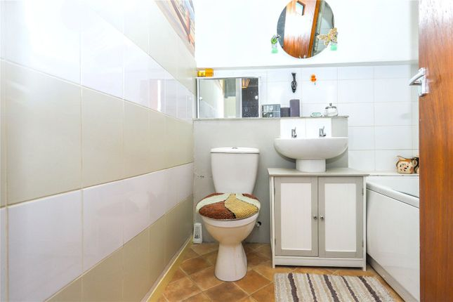 Bathroom of Flat 2/2, Well Street, Paisley, Renfrewshire PA1
