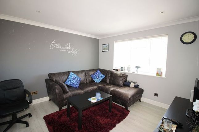 Thumbnail Flat to rent in Chapel Road, Snodland