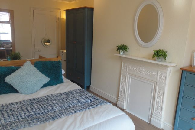 Thumbnail Room to rent in Chestnut Field, Rugby
