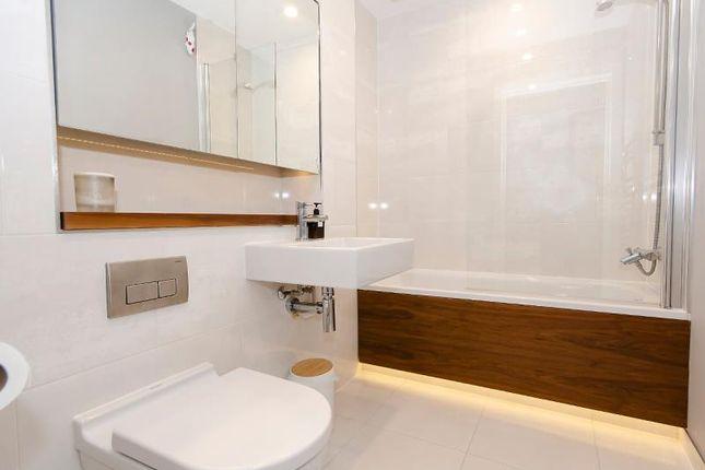 Bathroom of Cornwall Avenue, London N3