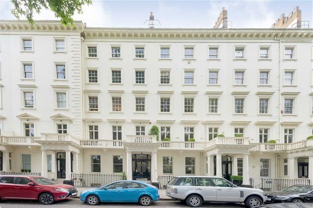 Thumbnail Flat to rent in Warwick Square, London