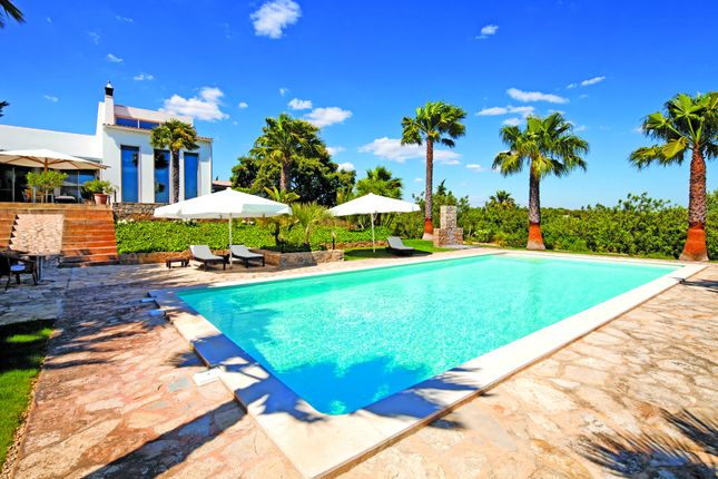 3 bed villa for sale in Moncarapacho, Olhão, Portugal