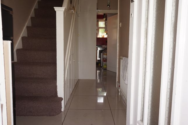 Thumbnail Semi-detached house to rent in Wardown Crecent, Luton, Bedfordshire