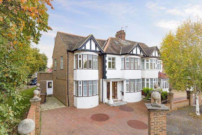 Thumbnail Property for sale in Foresters Drive, London