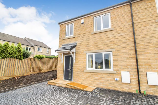 Thumbnail Town house for sale in Back Spin Close, Halifax