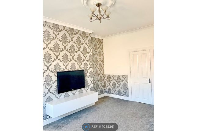 4 bed flat to rent in Hillington Road South, Glasgow G52