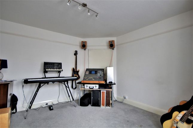 Living Room of Northumberland Avenue, Reading RG2
