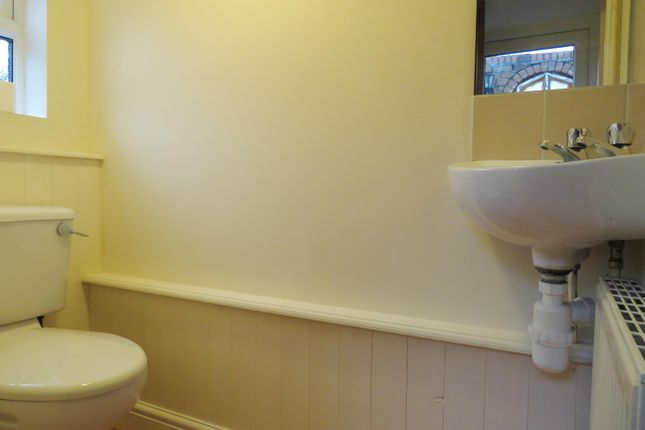 Cloakroom/wc of Flag Meadow Walk, Worcester WR1