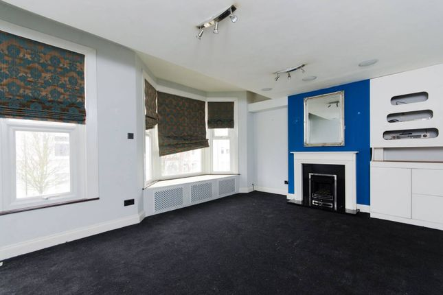 Thumbnail Flat to rent in Burrows Road, Kensal Green