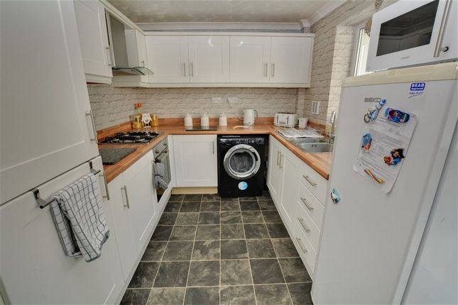 Thumbnail Semi-detached house to rent in Eastdown, Castleford