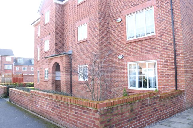 Thumbnail Barn conversion to rent in Boothdale Drive, Audenshaw, Manchester
