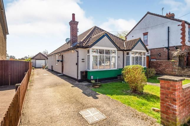 Thumbnail Bungalow for sale in Lothair Road, Luton, Bedfordshire, England