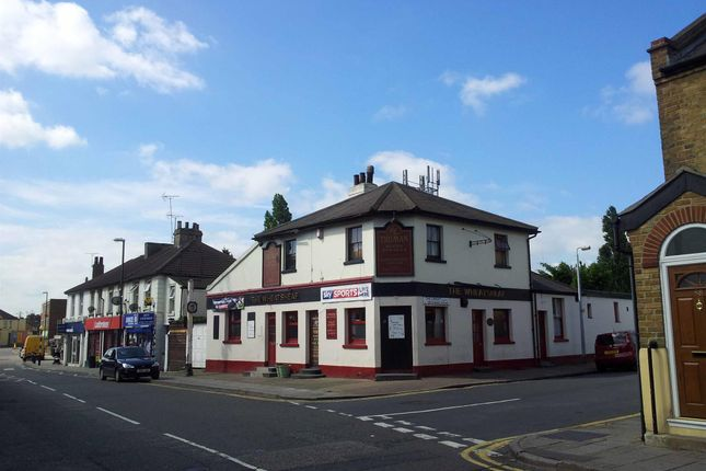 Thumbnail Pub/bar for sale in Kent - Swancombe High Street DA10, Kent