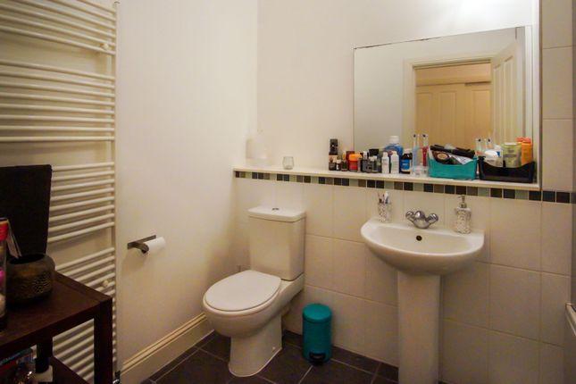 Bathroom of North Road, Dundee DD2