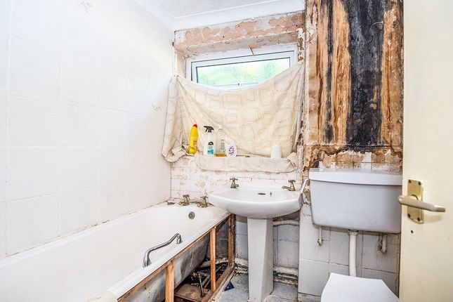 Bathroom of Tawd Road, Skelmersdale, Lancashire WN8