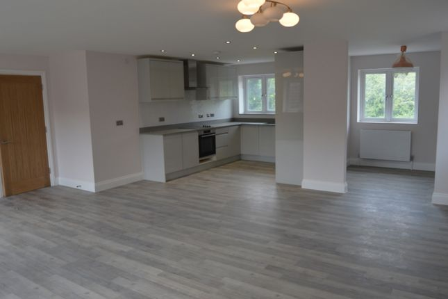 Thumbnail Flat for sale in Tipps Cross Lane, Hook End, Brentwood