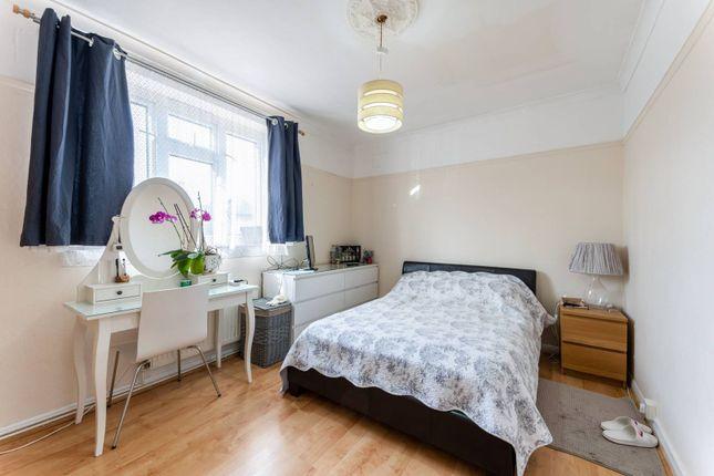 Flat for sale in Ravenscar Road, Surbiton