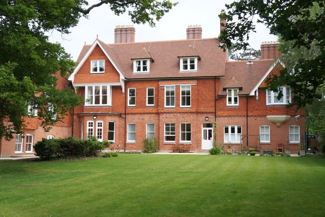 Thumbnail Flat to rent in Oaks Road, Wray Common, Reigate