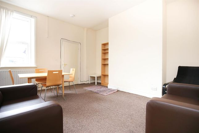 3 bed flat to rent in Bayswater Road, Jesmond NE2