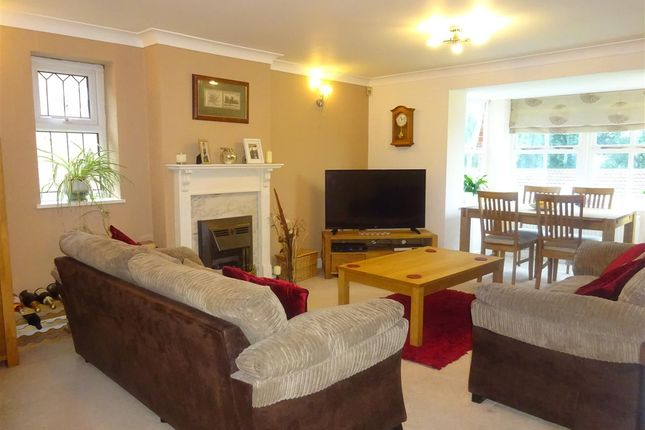 Thumbnail Flat for sale in Lakeside Court, Dringhouses, York