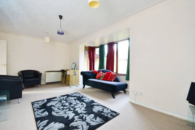 Thumbnail Flat to rent in Linwood Close, Camberwell