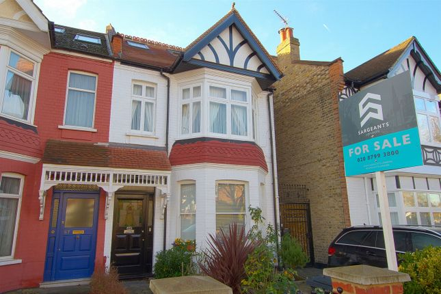 3 bed flat for sale in Lavington Road, London