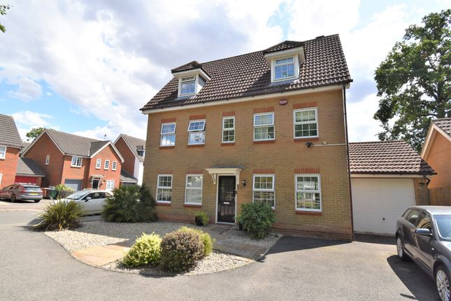 Thumbnail Town house for sale in Sweet Bay Crescent, Ashford