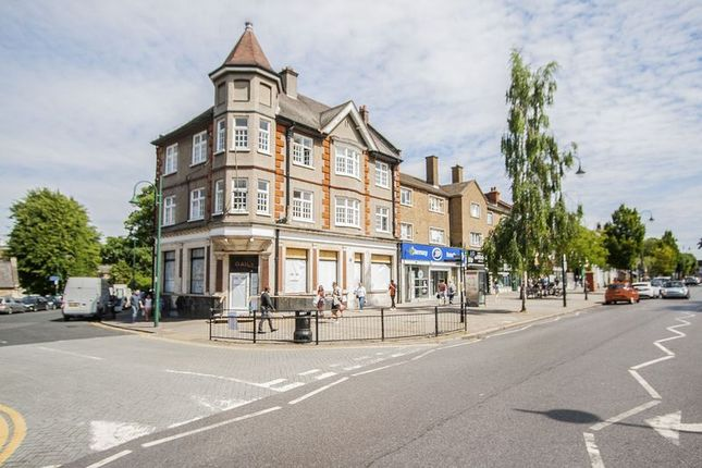 2 bed flat to rent in High Street Wanstead, London