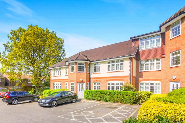 Thumbnail Flat for sale in Brighton Road, Addlestone