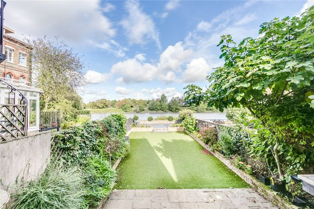 Thumbnail Terraced house to rent in Mortlake High Street, London