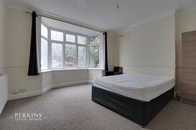 2 bed maisonette to rent in Park Avenue, Southall UB1