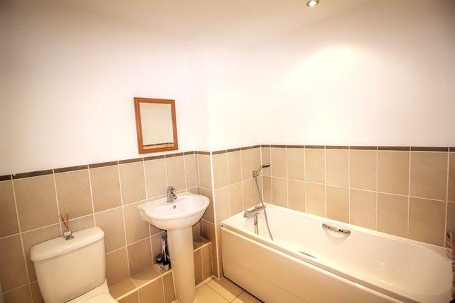 Bathroom of Selden Hill, Hemel Hempstead HP2