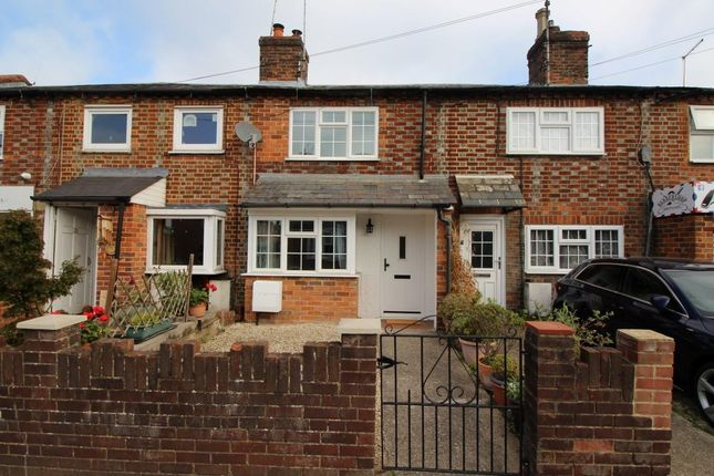 Thumbnail Cottage for sale in Reading Road, Pangbourne, Reading