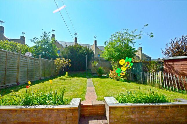 Picture No. 09 of Chesney Crescent, New Addington, Croydon CR0