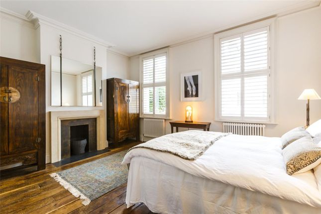 Principal Bed of Guthrie Street, Chelsea, London SW3