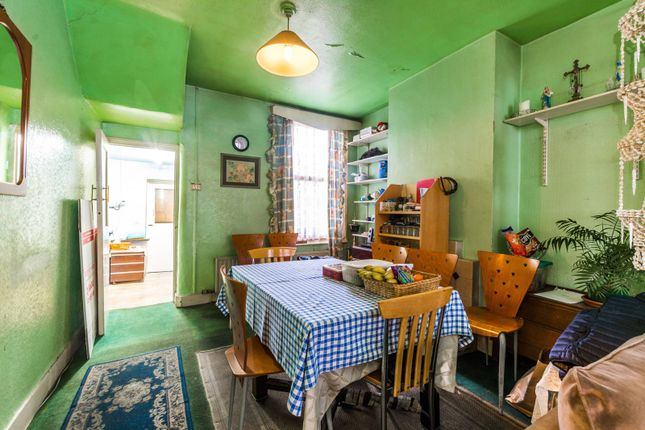 3 bed property for sale in Glasgow Road, Plaistow