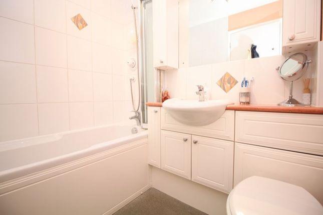 Bathroom of Ullswater Avenue, West End, Southampton SO18