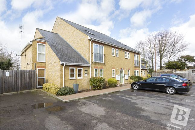 2 bed flat to rent in The Pavilion, Wrotham Road, Gravesend, Kent DA11