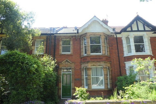 Thumbnail Flat to rent in Essex Road, Southsea