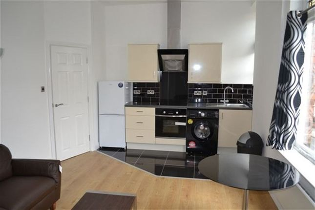 Thumbnail Flat to rent in St James Road, Stoneygate, Leicester