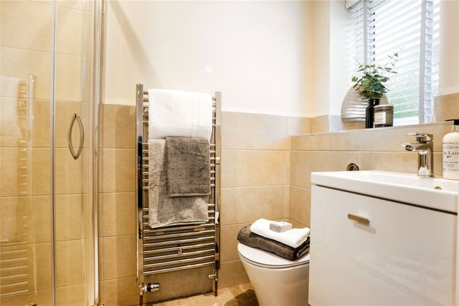 En-Suite of Fox Heath Gardens, Horsepond Road, Cane End, Reading RG4