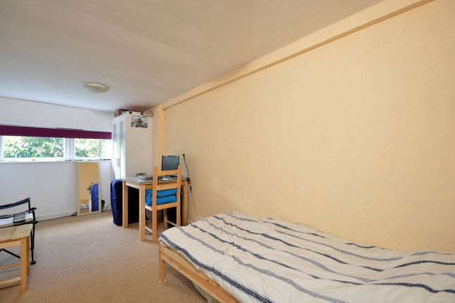 Thumbnail Studio to rent in Hurst Road, East Molesey