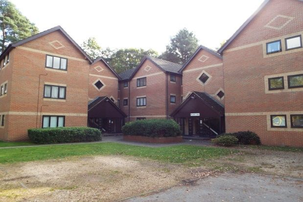 Thumbnail Flat to rent in Wayland Close, Bracknell