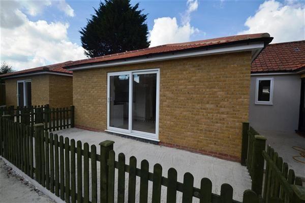 Thumbnail Bungalow to rent in Buckfast Road, Morden, Morden