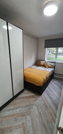 Thumbnail Shared accommodation to rent in Beverley Road, Hull