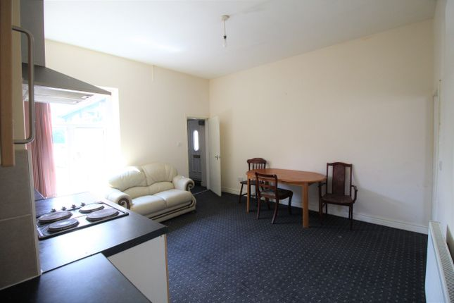 Thumbnail Flat to rent in Lees Road, Oldham