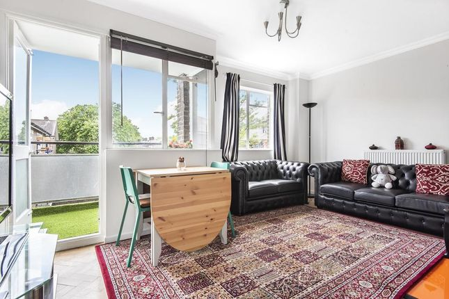 2 bed flat to rent in Caldwell Street, London SW9